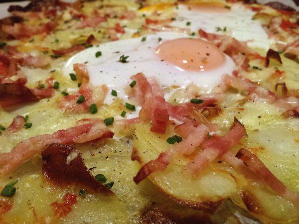 Pizza de patata i ou