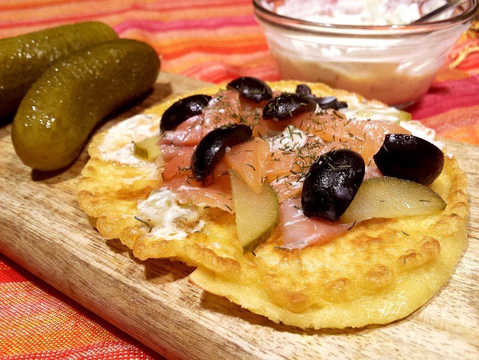 Tortita de salmó i salsa de iogurt