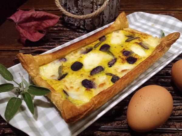 Pastís de col, mozzarella i patates morades