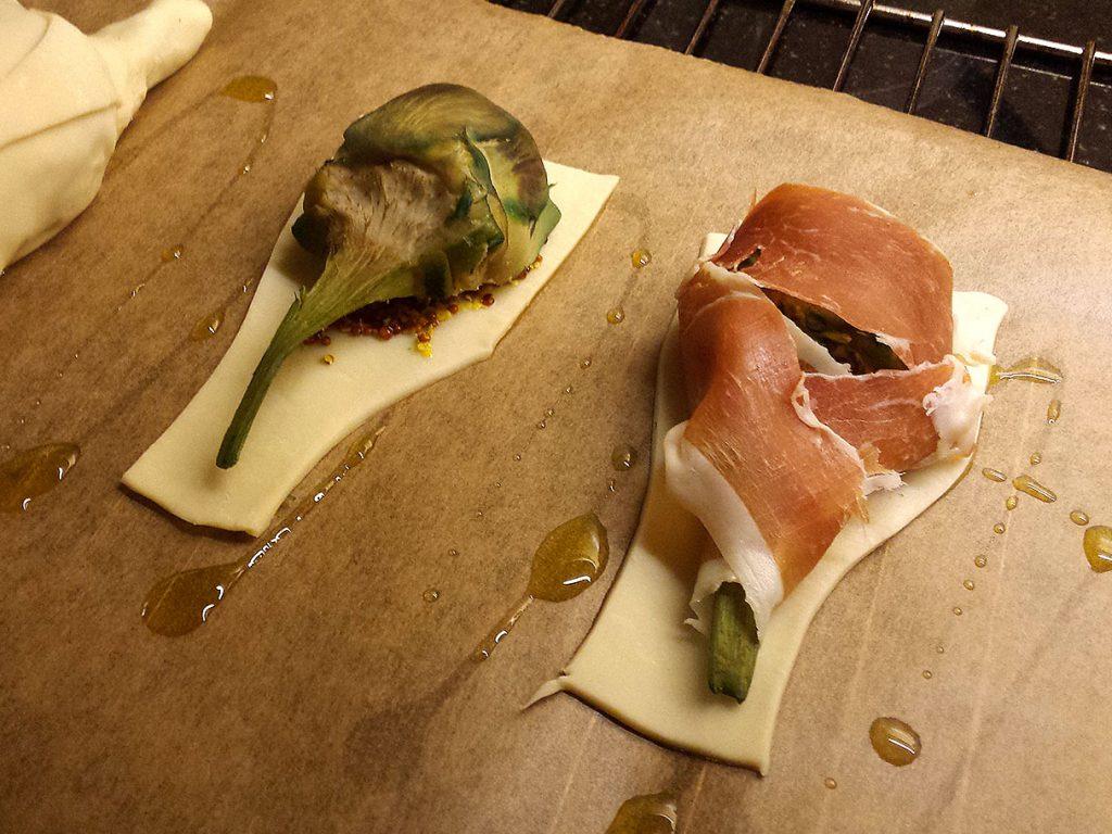 Carxofes amb pernil en pasta de full