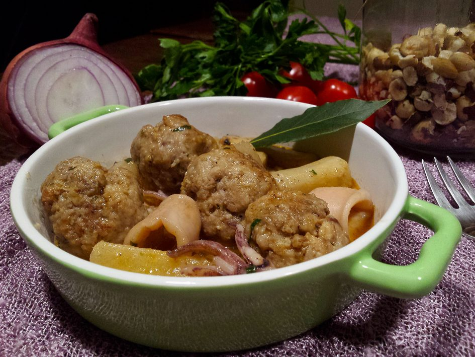 Albóndigas con calamares y salsafins