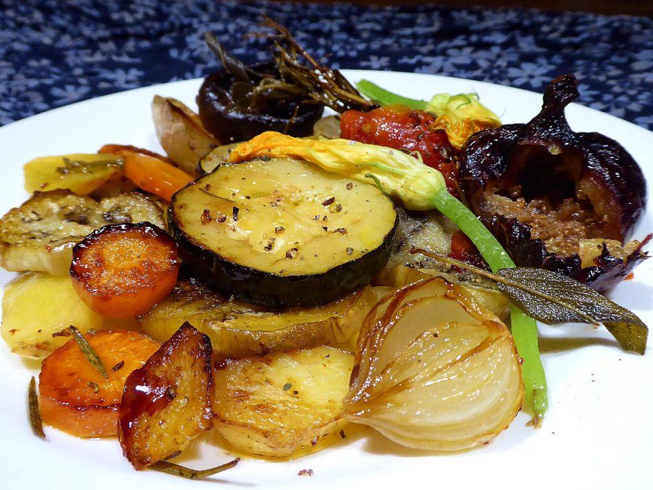 Verdures amb sàlvia i romaní al forn