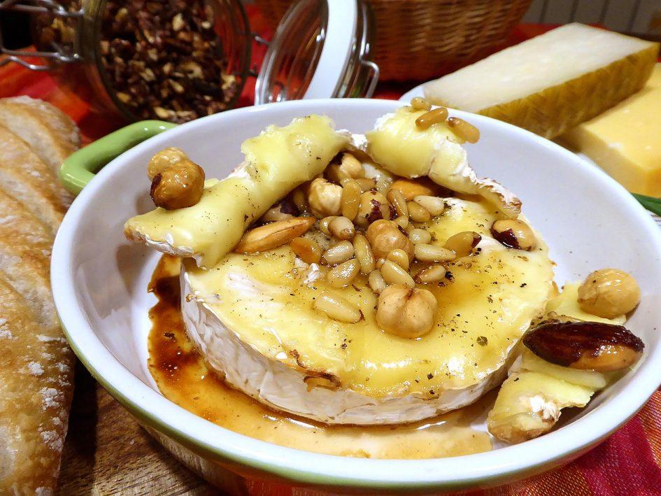 Camembert amb fruits secs i mel