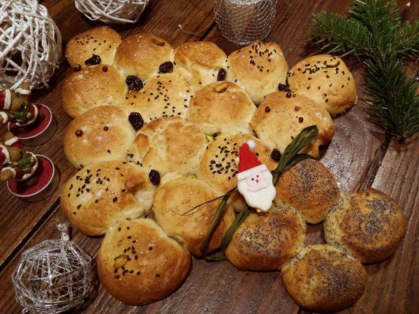Arbre de pa de Nadal amb panses i nous