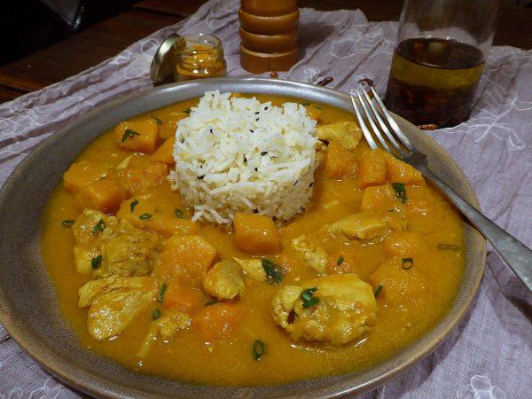Curri de carbassa amb arròs i pollastre