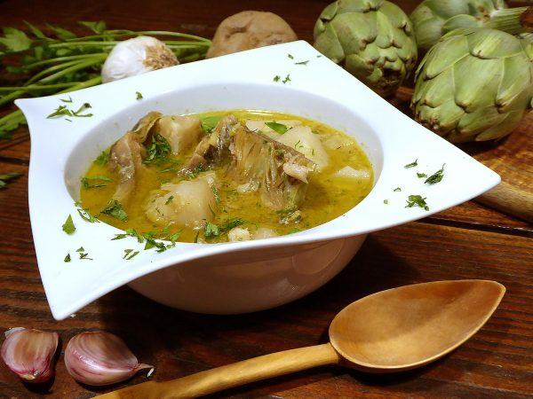 Alcachofas con patatas y bacalao